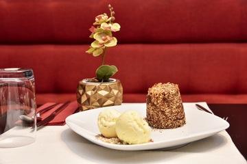chocolate cake and ice cream culto